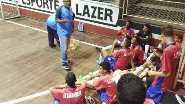 """Toninho Oliveira valoriza """"espírito"""" do sub-18 do Guarulhense antes da partida contra Taubaté"""