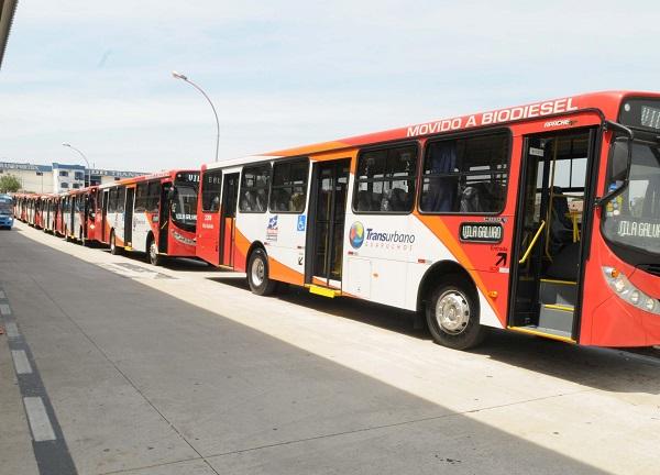Motoristas e cobradores de ônibus anunciam estado de greve