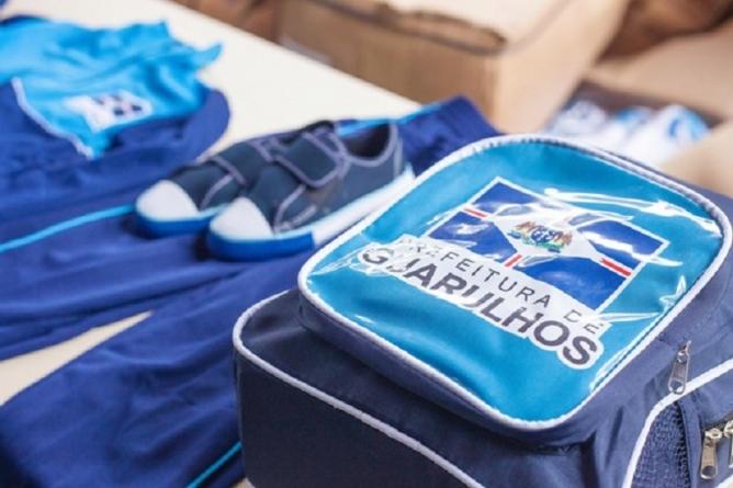 6d7ee90f1b1a9 Alunos da Rede Municipal de Guarulhos recebem uniforme escolar com kit de  inverno