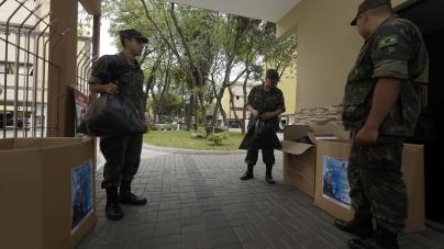Tiro de Guerra recebe doações no Cecap para a Campanha do Agasalho
