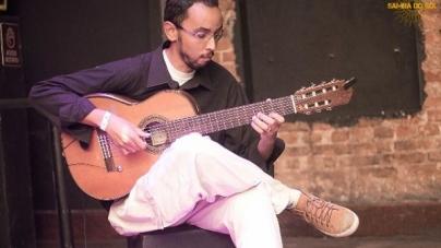Banda Som do Mar faz show gratuito com voz e violão no Teatro Padre Bento
