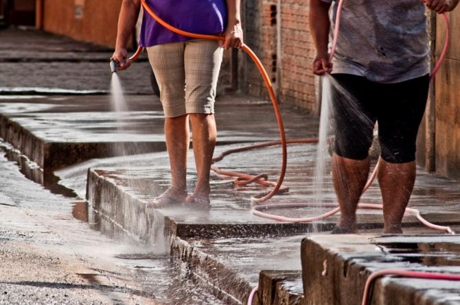Guarulhense gasta 90 litros de água a mais por dia do que o necessário