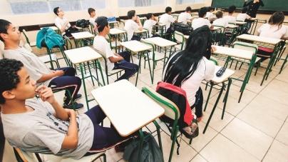 Após um ano no ensino médio, um em cada quatro estudantes deixa a escola