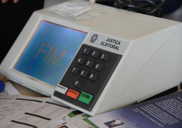 """Ministro do TSE diz que urna eletrônica é """"segura e auditada"""""""