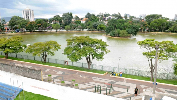 Lago de Vila Galvão recebe programação cultural e festival de churros na semana da criança