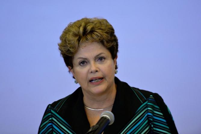 Dilma vota em Belo Horizonte e diz acreditar em uma virada de Haddad