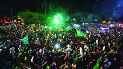 Simpatizantes de Bolsonaro comemoram na avenida Paulista