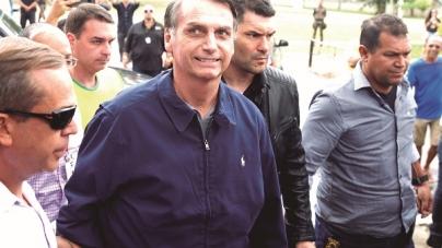 Bolsonaro diz que não perdoa agressor e quer que ele 'mofe na cadeia'
