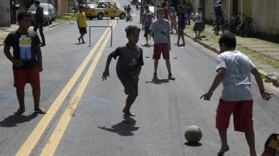 Prefeitura entrega pavimentação asfáltica da rua Cordeiros