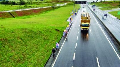 CCR NovaDutra contabiliza mais de 20 mil romeiros a pé pelos acostamentos da via Dutra em direção à Aparecida