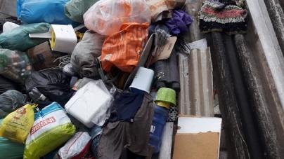 Acúmulo de lixo e entulho interditam parte da viela no bairro Cidade Satélite