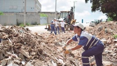 Prefeitura remove 383 caminhões de lixo clandestino no mês de setembro