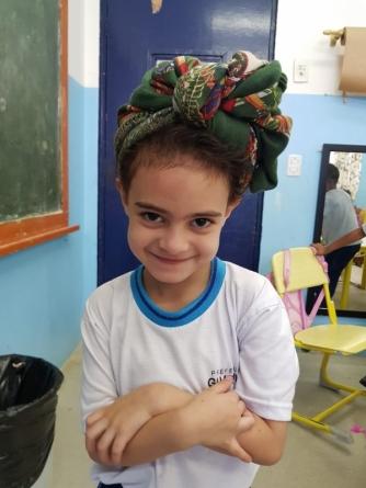 Professores participam de oficina de turbantes na EPG Visconde de Sabugosa