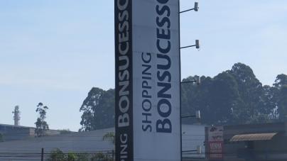 PM de moto é atropelado durante abordagem em frente Shopping Bonsucesso