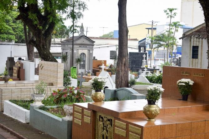 Titulares de jazigos perpétuos em cemitérios municipais devem atualizar cadastro