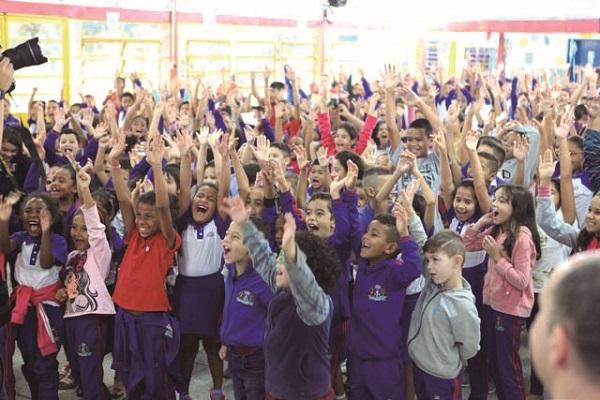 Projeto 'Heróis em Ação' transforma escolas da rede municipal