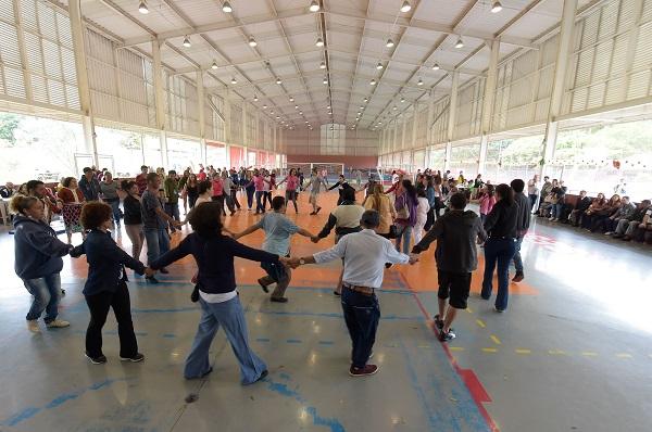 Danças circulares resgatam cultura africana dentro do Novembro Negro
