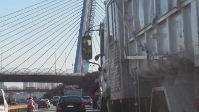 Via Dutra registra dois acidentes nesta manhã