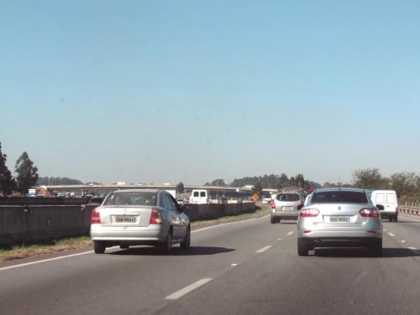 Mais de 3,5 milhões de veículos devem passar pelas rodovias que cortam Guarulhos no feriado