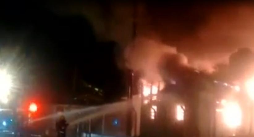 Incêndio atinge galpão do Aeroporto na madrugada de hoje