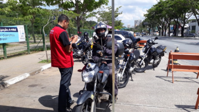 Blitz educativa no Bosque Maia orienta mais de 120 motociclistas