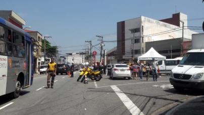 Blitz educativa da Prefeitura orienta motoristas sobre uso das cadeirinhas para crianças