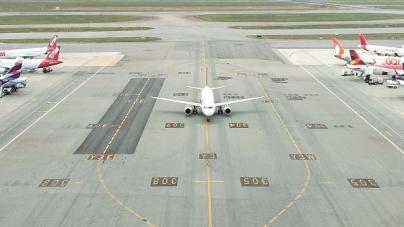 GRU Airport realiza pousos e decolagens de aeronaves simultaneamente