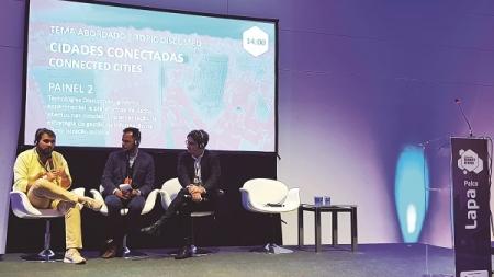 Prefeitura participa de evento sobre cidades inteligentes