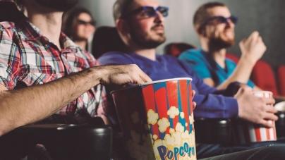 Cinemas em todo o país terão tecnologias de acessibilidade para pessoas com deficiência