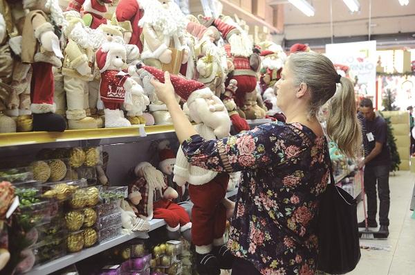 Mais de 9,3 milhões de brasileiros devem ir às compras de Natal na última hora