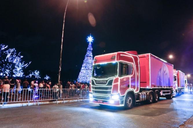 Caravana iluminada de Natal percorre São Paulo