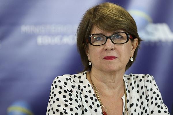 País terá que discutir valorização do professor, diz secretária do MEC