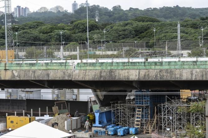 Recuperação do viaduto que cedeu em São Paulo vai demorar até 5 meses