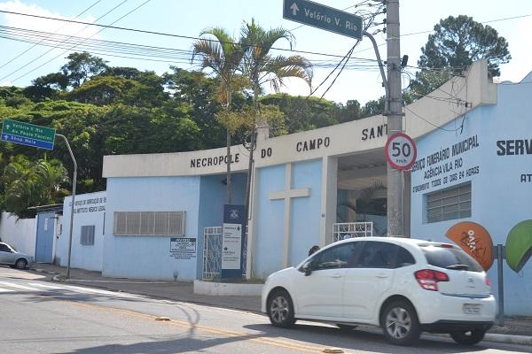Coveiros do Cemitério Vila Rio de Janeiro reclamam de falta de EPI e sobrecarga de serviço