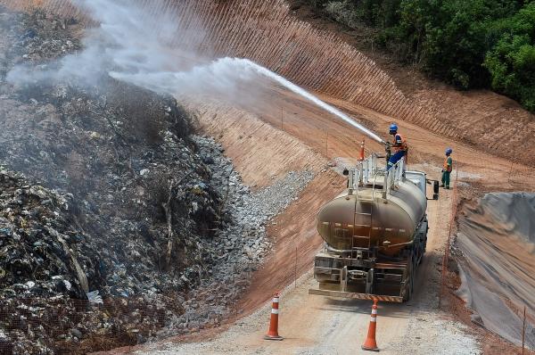 Prefeitura inicia aplicação de remediador de odores no aterro sanitário de Guarulhos