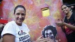 Grafites em homenagem a Marielle e Maria da Penha são refeitos no Rio