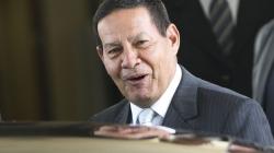 Bolsonaro chega hoje à Suíça; Mourão assume a Presidência