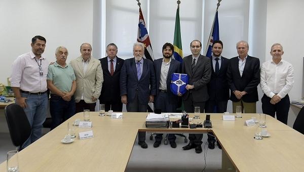 Consulado de Portugal homenageia prefeito com Medalha de Mérito Comendador Pereira Queiroz
