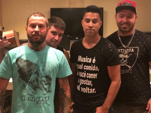 Grupo Doce Encontro se apresenta no Carioca Club no sábado
