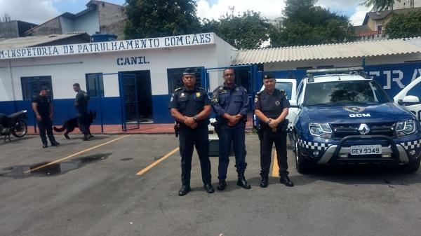 Canil da GCM recebe visita do comandante da Guarda Municipal de Cotia