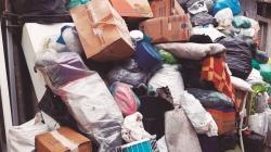 Acúmulo de lixo e entulho interditam viela no bairro Cidade Satélite