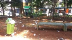 Taboão sofre com lixeiras quebradas e falta de iluminação