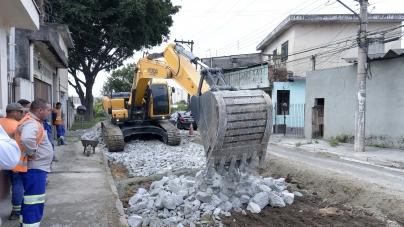 Obras pavimenta e recupera vias para facilitar acesso à Dutra