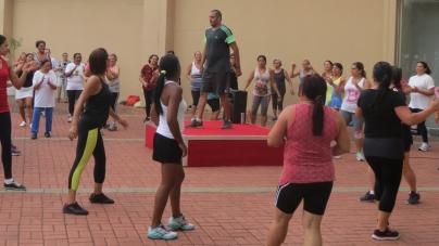 Aulas de zumba e mais atividades físicas gratuitas animam shopping de Guarulhos