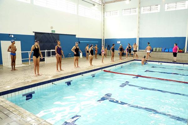 Prefeitura abre 100 vagas para aulas de natação no Centro Esportivo João do Pulo