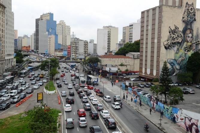 Prefeitura de São Paulo vai substituir mural de grafite do Anhangabaú
