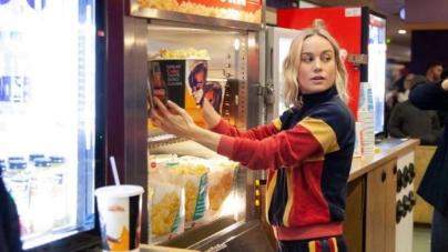 Brie Larson surpreende fãs ao aparecer em sessão de 'Capitã Marvel'