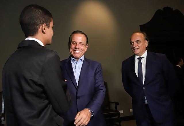 Governador João Doria recebe jovem da Fundação Casa que passou em primeiro lugar para faculdade