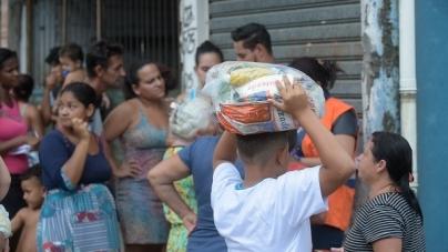 Força Tarefa da prefeitura distribui alimentos, água e colchões aos atingidos pelas chuvas nas vilas Barros e Any