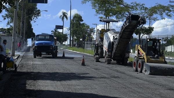 Prefeitura inicia recapeamento da avenida Dona Carmela Dutra